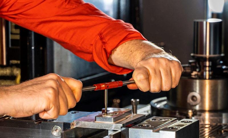 Sind Bearbeitungsroboter die neuen Standard für das Stanzen und Stanzen von Metall?